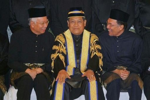 PM Najib (L), Pandikar Amin Mulia, Anwar Ibrahim (R)