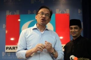 Anwar Ibrahim the proxy MB (State Premier) with Azmin the officially appointed MB at the back. (Source: The Star)